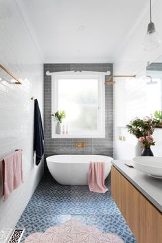 classic bathroom Narrow bathroom, love the overall idea with the tile layout but need something more extravagant in this small space !Narrow bathroom, love the overall idea with the tile layout but need something more extravagant in this small space ! Wet Rooms, Bad Inspiration, Bathroom Inspiration, Bathroom Ideas, Bathroom Trends, Bathroom Designs, Bathroom Inspo, Budget Bathroom, Bathroom Design Layout