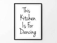 Kitchen Dancing / Kunstdruck ArtPrint Poster FineArt