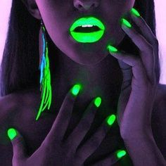 Tons of Awesome Glow in the Dark Party Ideas @ www.Partyz.co !