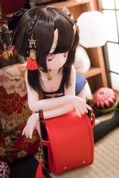 "Haku on Twitter: ""スク水ランドセルのニアちゃん!🎒 物凄い軽蔑の眼差しで睨まれました('ω') #mddはいいぞ #Soiっ子… "" Anime W, Anime Dolls, Bjd Dolls, Barbie Dolls, Pretty Dolls, Cute Dolls, Beautiful Dolls, Kawaii Doll, Kawaii Anime Girl"