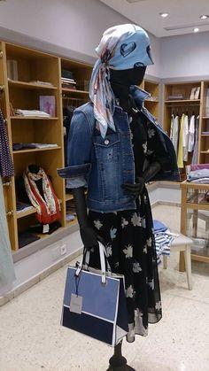Desde Carmelo Abadias, nada como combinar cosas aparentemente antagónicas. Un maravilloso vestido floral en tela vaporosa con cazadora vaquera. El bolso le aporta elegancia colorida. Todo Marella.  Ver vestido http://carmeloabadias.mi-mall.com/private/3875-info/pag/4/producto/50470-vestido-estampado-de-vuelo-marella Ver cazadora http://carmeloabadias.mi-mall.com/private/3875-info/pag/5/producto/50448-ca Estilo Carmelo Abadias.