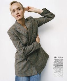 Amber Valletta by Zoe Ghertner for Vogue Poland October 2019 - Minimal. Amber Valletta, Vintage Band Tees, Vogue Us, Img Models, Black Turtleneck, White Fashion, Autumn Winter Fashion, Winter Style, Editorial Fashion