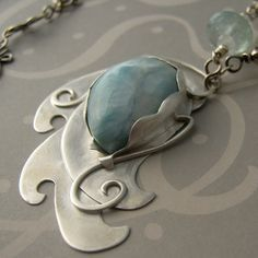 pendant… I bet I could make this from silver metal clay and a stone