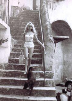 "summers-in-hollywood: Brigitte Bardot in St. - summers-in-hollywood: ""Brigitte Bardot in St. Tropez, July, Photo by Willy Rizzo "" Bridgitte Bardot, Saint Tropez, Catherine Deneuve, Foto Poster, Look Dark, Look Retro, Paris Match, Jane Birkin, French Actress"