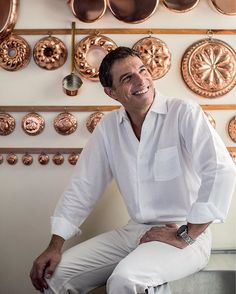 Ele é um pão! @olivieranquier fala sobre paternidade e a nova padaria na edição de fevereiro da Vogue que já está chegando às bancas de todo o País. Um gostinho do que está na revista você confere agora em vogue.com.br - ou clicando no link da bio. Já garantiu o seu exemplar? (Reportagem de @aleblanco com foto de @decocury) #voguefevereiro #olivieranquier #gastronomia  via VOGUE BRASIL MAGAZINE OFFICIAL INSTAGRAM - Fashion Campaigns  Haute Couture  Advertising  Editorial Photography…