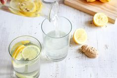 Lemon and Ginger Infused Water. Are you a fan of flavored water? These Detox Water Recipes will not only keep you hydrated, but can also offer health benefits. Infused water recipes you will love. Lemon Ginger Water, Ginger Drink, Digestive Detox, Lemon Diet, Healthy Detox, Healthy Water, Easy Detox, Healthy Kidneys, Stay Healthy
