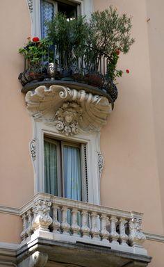 Torino, Via 4 Marzo, Balkone (balconies) (by HEN-Magonza)