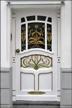 Jugendstil-Haustür (Art deco front door)in Essen-Rüttenscheid Cool Doors, Unique Doors, Entrance Doors, Doorway, Front Doors, Door Knobs, Door Knockers, Door Handles, Art Nouveau Arquitectura