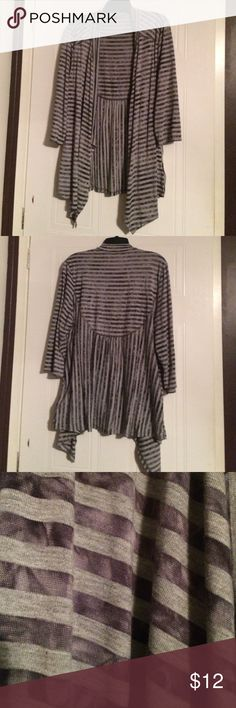 """REDUCED! Avenue Striped Cardigan Sz 14/16 Open cardigan, like new, never worn. Cotton / polyester / spandex. Lightweight and comfortable, sleeves go just past elbow. Gray, stripes are dark gray tie dye print. Measurements: Bust -- 44, hips -- 52"""", length 27"""" Avenue Sweaters Shrugs & Ponchos"""