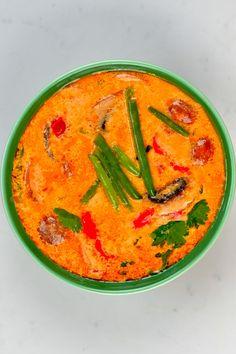 A green bowl of tom yum soup Tom Yum Noodle Soup, Tom Yum Noodles, Tom Yum Soup, Autumn Winter Recipes, Winter Food, Thai Hot And Sour Soup, Thai Shrimp Soup, Mushroom Varieties, Vegan Fish