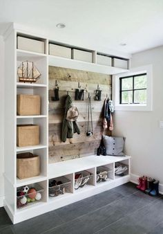 mud room Best DIY Rustic Home Decor Ideas That You Could Create It Quickly - Page 8 of 29 - cand Room Makeover, Mudroom, Mudroom Decor, House, Diy Laundry Room Makeover, Home, Mudroom Design, Rustic Home Decor, Rustic House