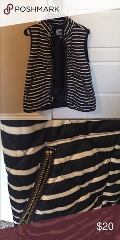 Old Navy puffer vest Navy and white striped Old Navy puffer vest. Like new. Size medium Old Navy Jackets & Coats Vests
