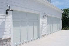 This garage door rollup is undoubtedly a stunning style .- This garage door . This garage door rollup is undoubtedly a breathtaking style . - This garage door rollup is undoubtedly a breathtaking style. Grey Garage Doors, Craftsman Garage Door, Garage Door Colors, Garage Door Paint, Garage Door Styles, Garage Door Makeover, Garage Door Design, Barn Garage, Craftsman Style