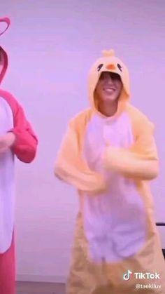 Bts Cute, Park Jimin Cute, Bts Aegyo, Bts Taehyung, Jimi Bts, Kpop Gifs, Foto Jimin, Bts Dancing, Bts Funny Videos