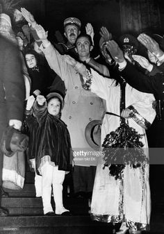 Goebbels, Joseph - Politician, NSDAP, with his daughter Helga und Hilde at the opening of a Christmas Market - December 8, 1936
