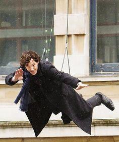 i love benedict cumberbatch. robert downy junior's got nothi. - reichenbach fall… i love benedict cumberbatch. robert downy junior's got nothing on him… - Sherlock Bbc, Benedict Sherlock, Sherlock Fandom, Sherlock Season 3, Benedict Cumberbatch Sherlock, Sherlock Poster, Funny Sherlock, Johnlock, Baker Street