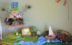I like the landscape with a raised platform area for found objects relating to the season in the landscape/story. Waldorf Preschool, Waldorf Crafts, Waldorf Dolls, Spring Nature Table, Drama For Kids, Paper Architecture, Outdoor Learning, Summer Crafts, Kid Spaces
