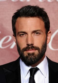 587bef309e5c66 Ben Affleck on le préfére sans barbe mais beau gosse Barbe, Artistes,  Jennifer Garner