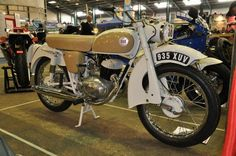 This model was also called the Overlander and was the only Sun to be fitted with a Villiers engine. This was the last model Su British Motorcycles, Vintage Motorcycles, Standard Motorcycles, Classic Motors, Classic Bikes, Classic Motorcycle, Custom Harleys, Custom Bikes, Sun Models