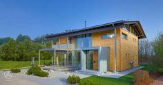 Das Musterhaus Alpenchic ist eines der innovativsten Musterhäuser in Europa. Es verbindet traditionelle, alpine Elemente und moderne Bauhaus-Architektur auf eindrucksvolle Weise.