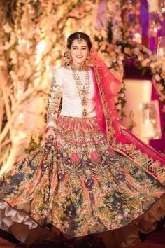 Bridal Mehndi Dresses, Pakistani Bridal Dresses, Pakistani Dress Design, Indian Dresses, Bridal Dupatta, Bride Dresses, Designer Party Wear Dresses, Indian Designer Outfits, Wedding Lehenga Designs