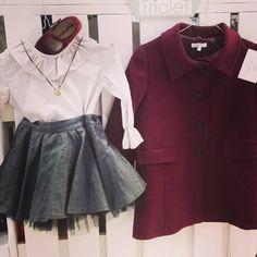 """Intagram @trioletspain: """"El conjunto no puede ser mas mono!!! Blusa del @eltallerdelaabuela a 15€ con falda de @eldesvandenoelia a 35€ con merceditas de @pisamonas desde 13,95€ con collar de @hopsjoyas que se puede personalizar por 52€ y con un abrigo para él frío de estos días de @memeynana a 32,90€ !!! #moda #fashion #niños #kids #teens #madres #mums #madeinspain #picoftheday #aw15/16 #kidsfashion #cute #bonito #cool #children #lagasca58 #triolet #rebajas #sales"""" Joya: Collar Nube Cordón"""