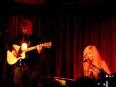 Nina Nesbitt & Ed Sheeran - Hold You @ The Borderline - 14th July 2012- Her song is beautiful and this whole thing is perfect.
