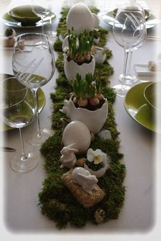 Osterdeko day ideas Ideas for Easter - Trendy Home Decorations Easter Table Settings, Easter Table Decorations, Easter 2020, Easter Parade, Easter Specials, Easter Crafts, Easter Ideas, Deco Table, Easter Wreaths
