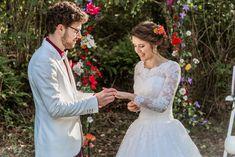 Robe de mariée princesse buste en dentelle un peu taille basse. Mariage 2020. Tulle, Victorian, Rose, Wedding Dresses, Fashion, Princess Bride Dress, Lace Sleeves, Drop Waist, Dress Ideas