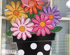 72 Inspiring Spring Front Door Decorations Ideas - Craft and Home Ideas Burlap Door Decorations, School Door Decorations, Flowers For Mom, Art Flowers, Wooden Door Hangers, Wooden Flowers, Spring Door, Wooden Art, Wooden Signs