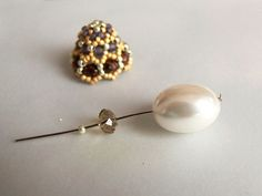 beaded bead caps. Translate Master Class or follow the pictures.~ Seed Bead Tutorials