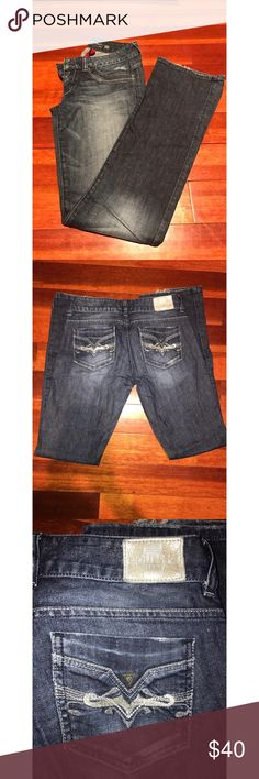 💕🎀Guess Jeans🎀💕 Great pair of guess jeans. There is a little bit of wear at the bottom pictured in picture #4. Other than that, they are in good condition!! 🎉🎈!! Smoke free home 🏡 Guess Jeans Straight Leg