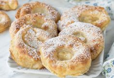 Gentle apple fritters WW, recipe for tasty baked apple fritters, very mild and simple to make for a fast snack or brunch. Kiwi Smoothie, Beignets, Apple Recipes, Sweet Recipes, Soup Recipes, Chicken Recipes, Baked Apple Fritters, Ww Desserts, Yummy Food