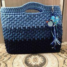 bolsa de mão em fio de malha #artesanato #artesa #fiodemalha #crochetbag #crochetlovers #trapillo #crochet #residuotextil #reutilizar #crochetaddict #feitoamao #crochê
