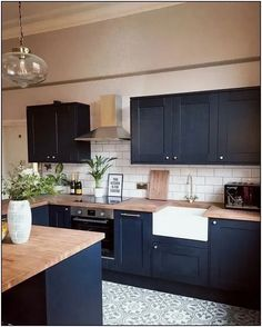 Perfect Navy Kitchen Cabinets For Decorating Your Kitchen. Below are the Navy Kitchen Cabinets For Decorating Your Kitchen. This article about Navy Kitchen Cabinets For Decorating Your Kitchen Modern Farmhouse Kitchens, Cool Kitchens, Small Kitchens, Home Decor Kitchen, Kitchen Interior, Ikea Interior, Kitchen Decorations, Cuisines Design, Küchen Design