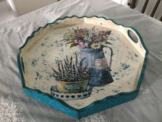 Fashion and Lifestyle Decoupage Vintage, Decoupage Paper, Kitchen Cupboard Designs, Arts And Crafts Storage, Painted Trays, Do It Yourself Crafts, Tray Decor, Diy Crafts To Sell, Painting On Wood