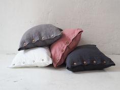 Linen pillowcases made of stonewashed linen. This airy fabric allows skin to breath and ensures feeling of freshness. Linen Pillows, Bed Linen, Linen Bedding, Bedding Sets, Throw Pillows, Dreams Beds, Minimalist Interior, Natural Linen, Pillowcases