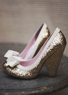 Luved by Alexandra Evjen: Move over Dorothy! I think these gold glitter pumps are cuter than your ruby slippers.