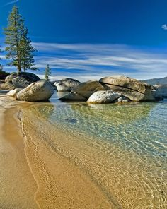 Kings Beach in Lake Tahoe. I have been to Lake Tahoe once, SO breathtakingly beautiful! Dream Vacations, Vacation Spots, Lake Tahoe Beach, Places To Travel, Places To See, Places Around The World, Around The Worlds, Lac Tahoe, Seen