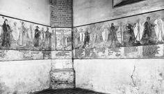 Eines der bedeutendsten, erhaltenen mittelalterlichen Kunstwerke Berlins stellt das Totentanzfresko in der Turmhalle der Kirche dar. Das 22,6 Meter lange und zwei Meter hohe Wandbild zeigt einen Reigen aus geistlichen und weltlichen Ständevertretern, die sich in einem Schreittanz mit jeweils einer Todesgestalt befinden. Man kann den Totentanz durch verschiedene Rückschlüsse in etwa auf das Pestjahr 1484 datieren.