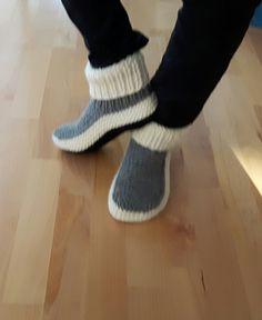 Nola's slippers pattern by Nola Miller Knit Slippers Free Pattern, Knitted Slippers, Knitted Dolls, Knitted Bags, Crochet Boots, Knit Crochet, Knitting Stitches, Knitting Socks, Crotchet Patterns