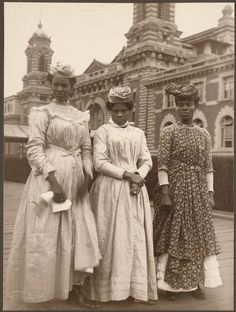 Three women from Guadeloupe. Portraits from Ellis Island, Augustus Sherman.