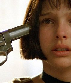 Léon: The Professional - dir. Luc Besson) With Jean Reno, Natalie Portman & Gary Oldman Pictures To Draw, Girl Pictures, Leon Matilda, The Professional Movie, Nathalie Portman, All American Boy, Daddy Dom Little Girl, Movie Shots, Face Expressions