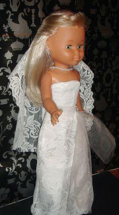 Vestida de novia http://vestidosparanancydechusgarcia.blogspot.com.es/