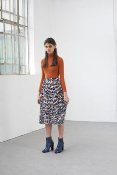 A-line, mid lenght flowy skirt from the season's printed fabric. Flowy Skirt, Printing On Fabric, Anna, Summer Dresses, Skirts, Fashion, Moda, Fabric Printing, Skirt
