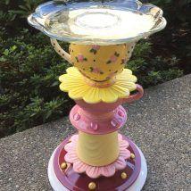 30+ Cute DIY Bird Bath Ideas To Enhance Your Garden Bird House Feeder, Bird Feeders, Flower Pot Crafts, Flower Pots, Diy Garden Projects, House Projects, Bird Feeding Station, Diy Bird Bath, Garden Water