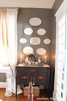 like plates on wall : idea for dining room or kitchen Feature Friday: A Marietta Historical Home Tour Dining Room Walls, Dining Room Furniture, Furniture Ideas, Modern Furniture, Living Room, Teller An Der Wand, Room Feng Shui, Plate Wall Decor, Hang Plates On Wall