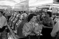 Change Girl.     Las Vegas: Rare Photos of the Gambling Capital in 1955 - LIFE