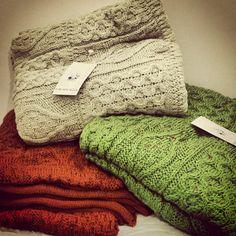 Fabulous Green Aran Knit Throw Blanket 100% Pure Wool 128cm x 112cm Gift Wrapped