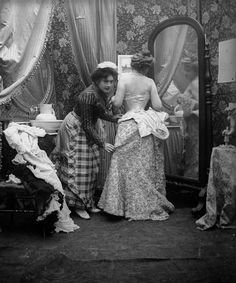 Minnie Wallingford being undressed by her maid.
